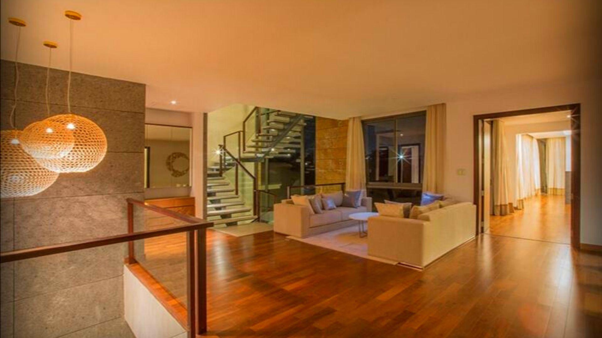 Prestige Golfshire Villas Living   luxuryproperties.in