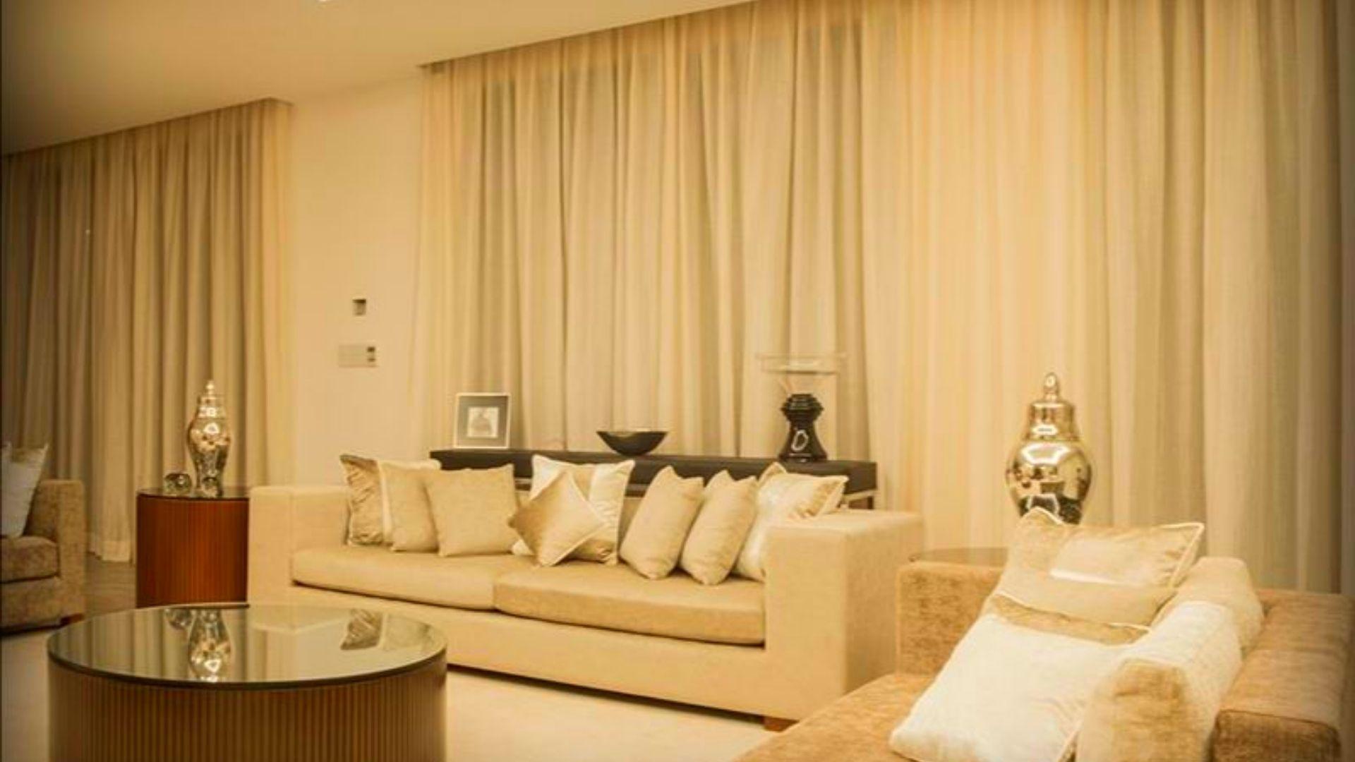 Prestige Golfshire Villas Sitting | luxuryproperties.in